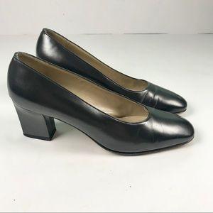 SALVATORE FERRAGAMO Black Leather Pumps Heels 7.5